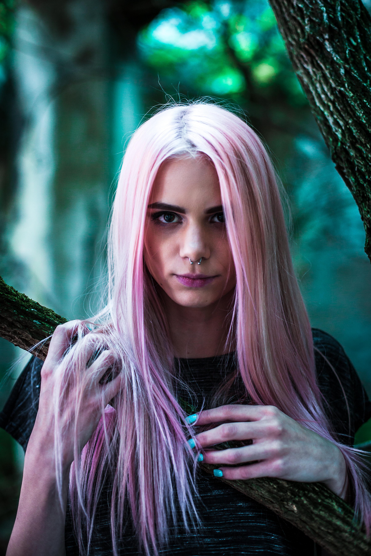kvinna-som-färgat-håret-och-undrar-varför-man-ska-färga-håret-otvättat